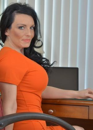Stacy Ray - В офисе - Галерея № 3515244