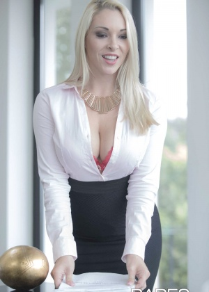 Victoria Summers - В офисе - Галерея № 3501333