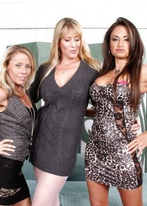 Nikki Charm, Claudia Valentine, Olivia Parrish - Трусики - Галерея № 3424053