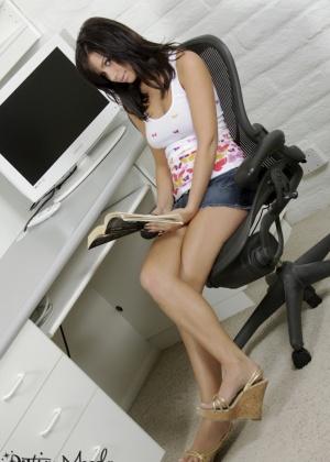 Destiny Moody - В офисе - Галерея № 3464939