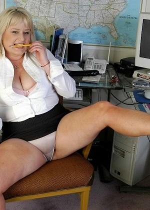 Lizzy Liques - В офисе - Галерея № 3503707