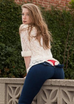 Olivia Pelton - На улице - Галерея № 3397816