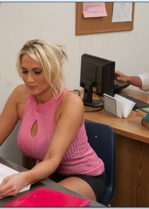 Alanah Rae - В офисе - Галерея № 3237203