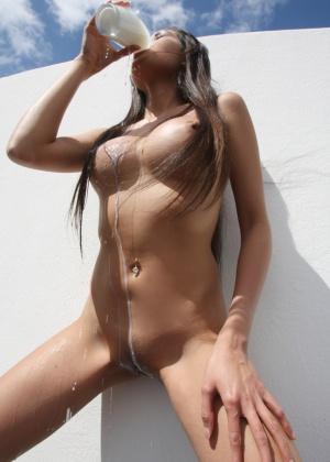 Danika Flores, Davon Kim - В бассейне - Галерея № 3440843