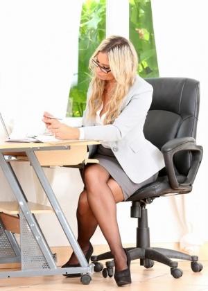 Angela - В офисе - Галерея № 3476439