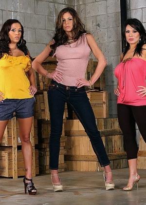 Sienna West, Francesca Le, Hunter Bryce - Пирсинг - Галерея № 3380338