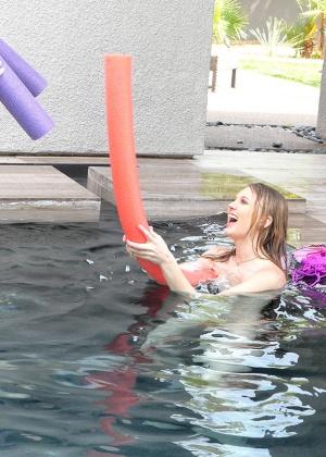 Lily Rader, Piper Perri - В бассейне - Галерея № 3534426