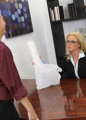 Camryn Cross - В офисе - Галерея № 3333409