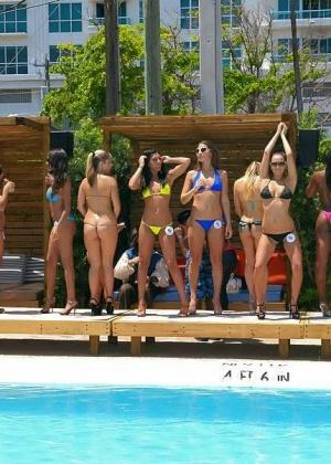 Mulani Rivera, Nicole Grey - В бассейне - Галерея № 3339939
