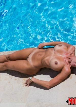 Brandi Love, Natalia Starr - В бассейне - Галерея № 3369341