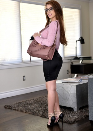 Joseline Kelly - В офисе - Галерея № 3500126