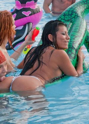 В бассейне - Галерея № 2989548