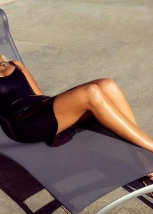 Monica Sims - В бассейне - Галерея № 3484706