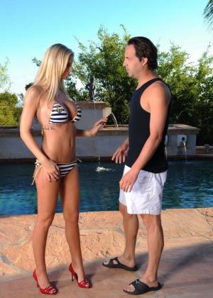 Brooke Banner - В бассейне - Галерея № 3061018