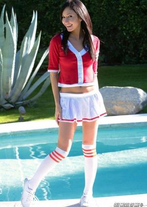 Catie Minx - В бассейне - Галерея № 3241499