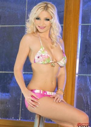 Karolina King - В бассейне - Галерея № 2727840