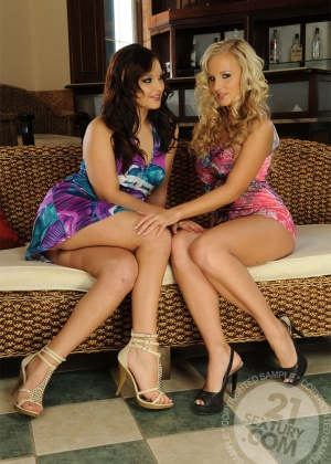 Barbie White, Lana S - Лижут жопу (римминг) - Галерея № 2896613
