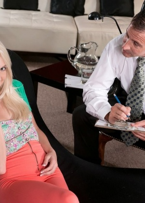 Stacey Kiss - Секретарша - Галерея № 3398243