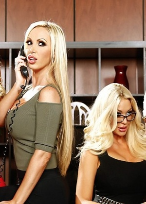 Nikki Benz, Summer Brielle, Courtney Taylor, Nina Elle - Секретарша - Галерея № 3454414