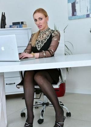 Afina Kisser - Секретарша - Галерея № 3550625