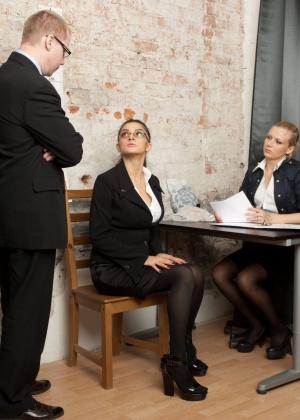 Latoya проходит собеседование на работу секретаршей