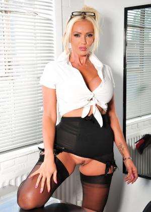 Lucy Zara - Секретарша - Галерея № 3487024