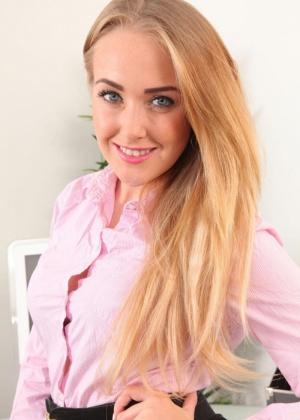 Lucy Anne - Секретарша - Галерея № 3521575