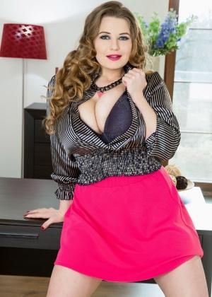 Larissa Linn - Секретарша - Галерея № 3479361