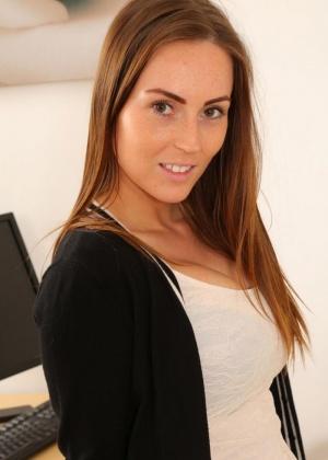 Lauren Wood - Секретарша - Галерея № 3514230