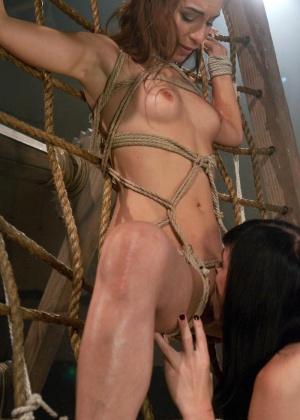 Amber Rayne, Mandy Mitchell - В чулках - Галерея № 3417550