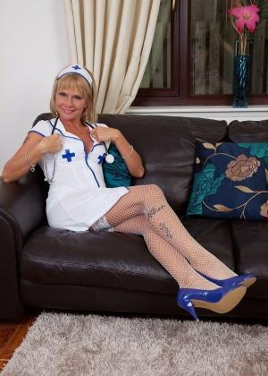 Cathy Oakely - В чулках - Галерея № 3546607