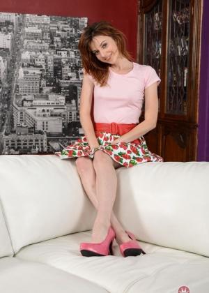 Emma Evins - Под юбкой - Галерея № 3569447