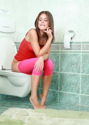 Little Caprice, Marketa Stroblova, Lolashut, Caprice A, Caprice S, Lola - В туалете - Галерея № 3410234