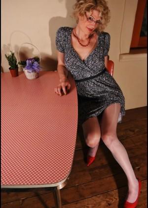 Delia Ts - Под юбкой - Галерея № 3530364