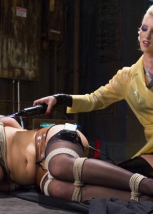 Cherie Deville, Cherry Torn - Секс игрушки - Галерея № 3471330