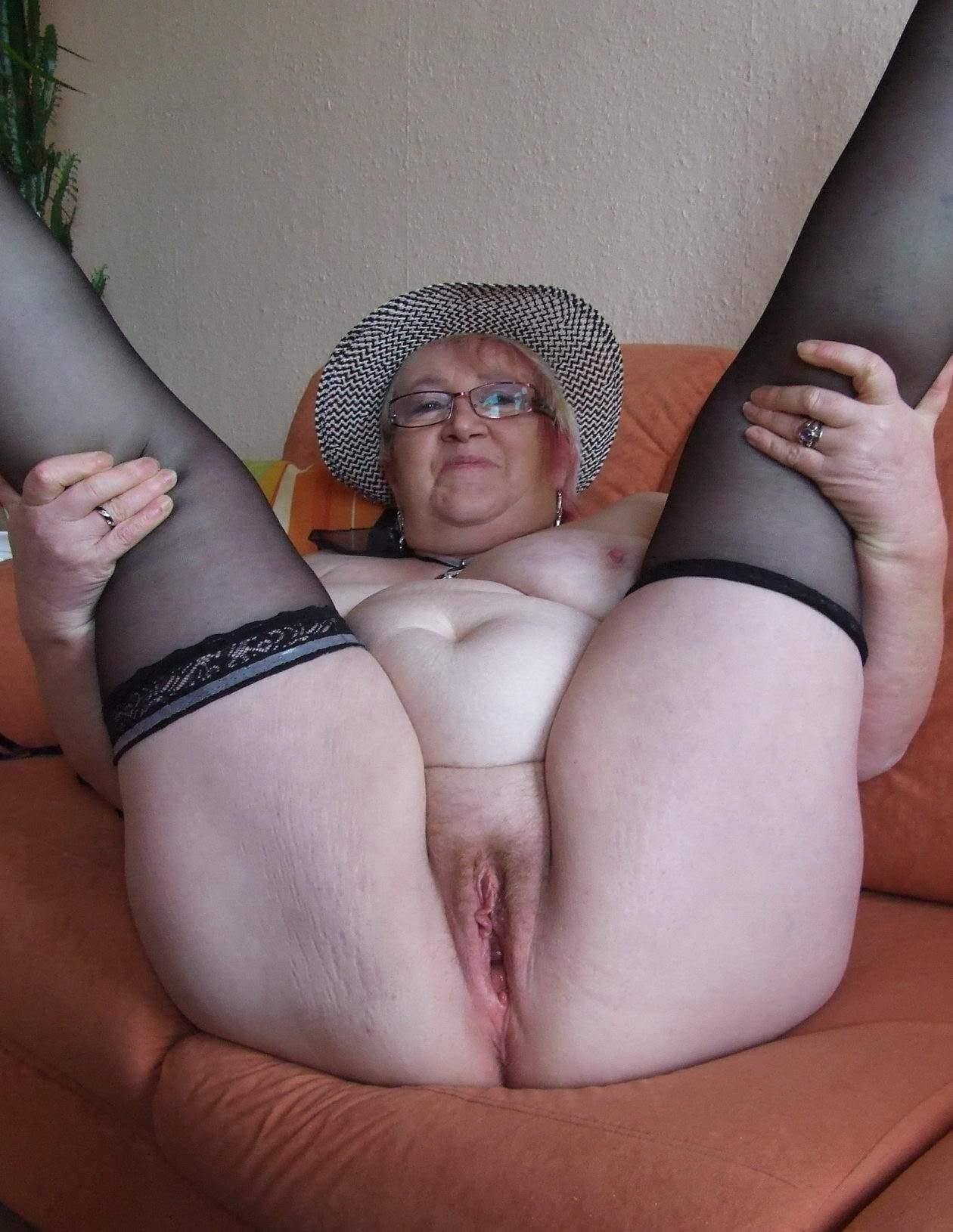 Granny Spreading Pics