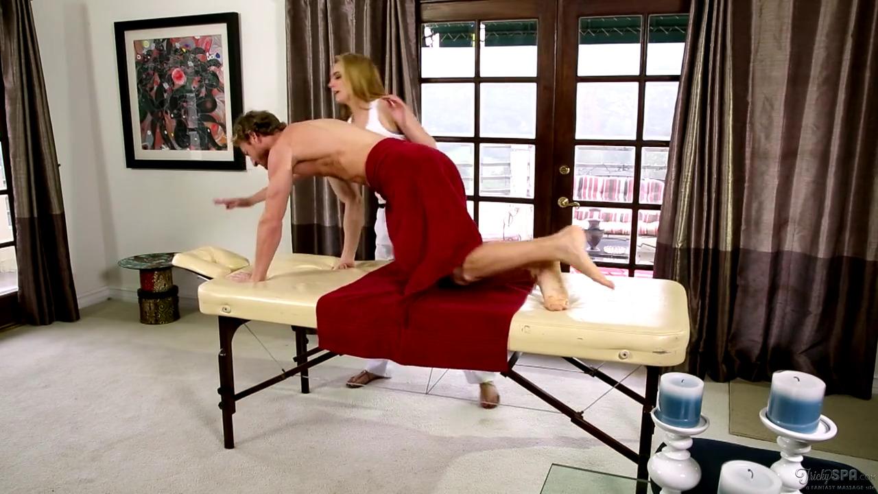 Массажистка переспала с тренером по фитнессу