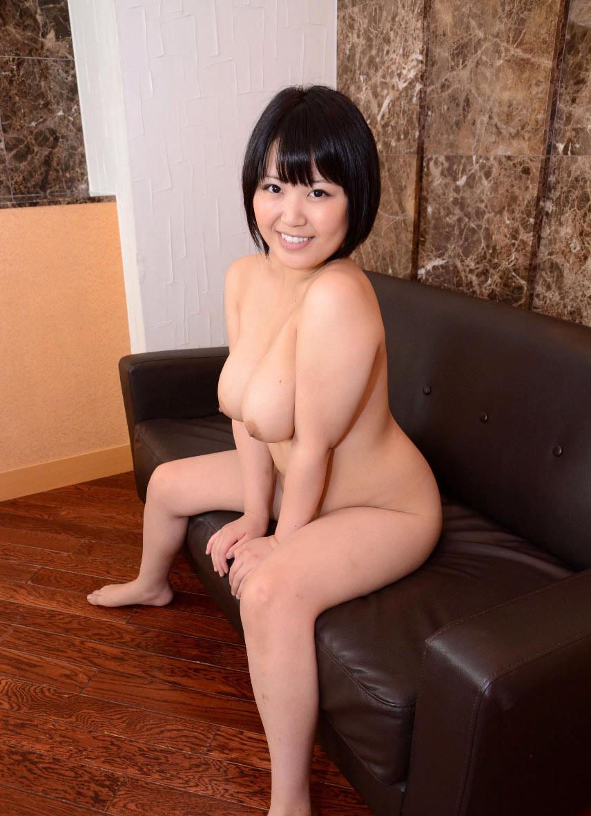Грудастая азиатка Юки сосет пенис
