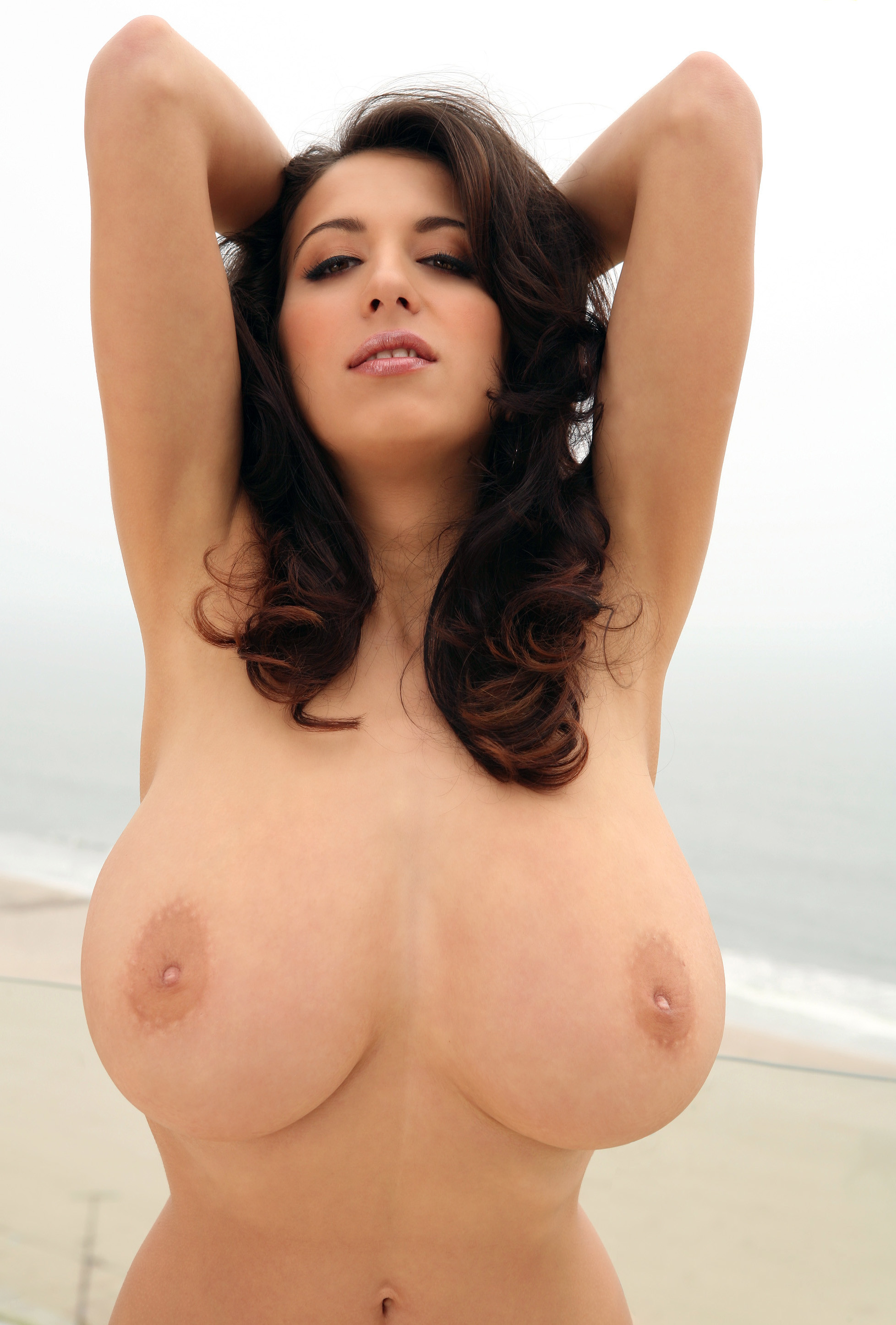 Прекрасная грудь Яны