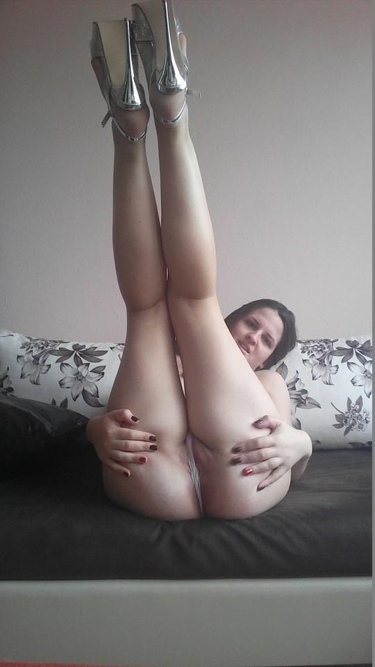 Пухленькая девушка готова сняться в порно