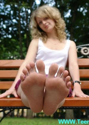 Ножки и ступни девушки - сет 004