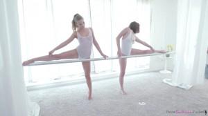 Хореограф поимел двух балерин