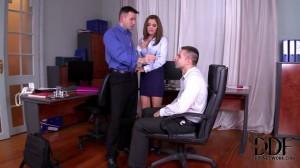 Развели секретаршу на секс