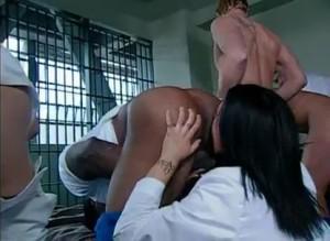Медсестра отлизала жопы толпе мужиков