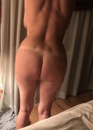 Пожилая американка Лорена с большими грудями