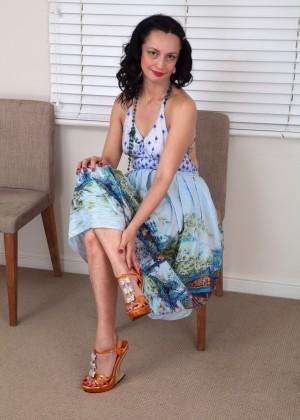 Волосатые ножки зрелой красотки Анны