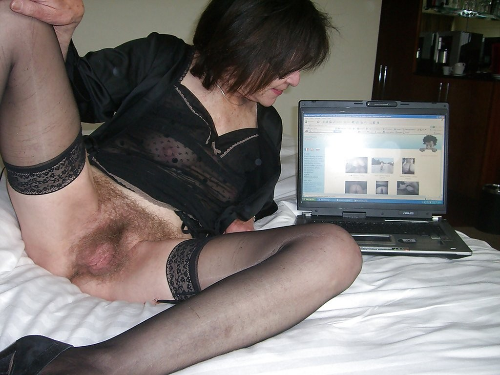 Голые женщины за компьютером - подборка 003