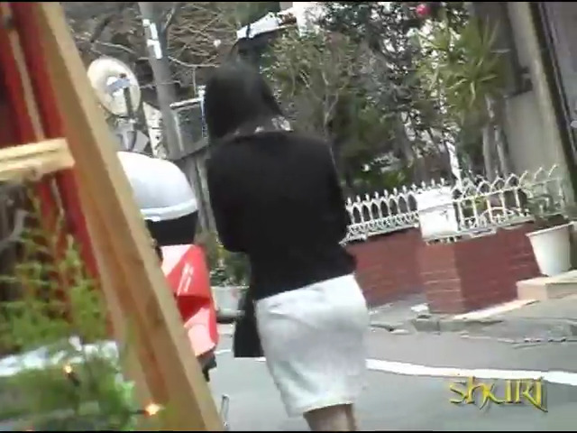 Задирают юбки и срывают трусы с одиноких японок