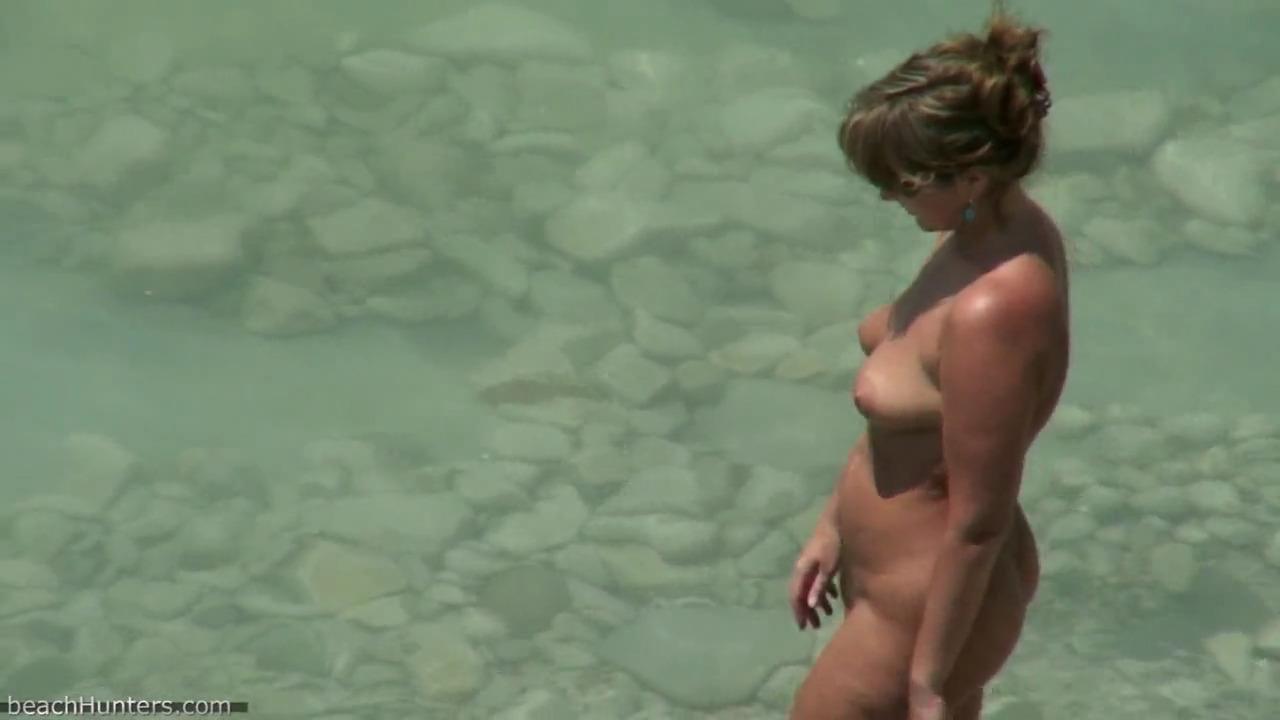 Ебал жену на пляже и к ним присоединился еще один