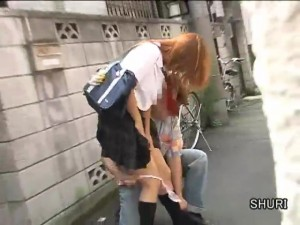 Задирают короткие юбки и срывают трусики с японок